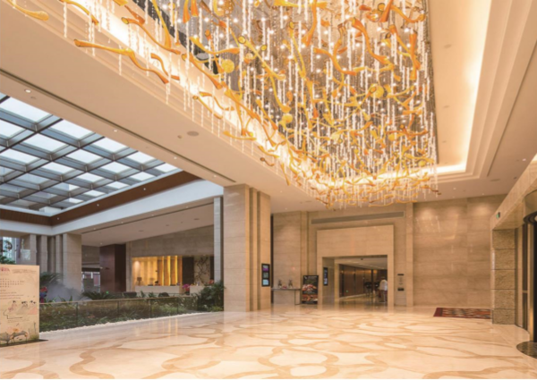 上海颖奕高尔夫皇冠假日酒店